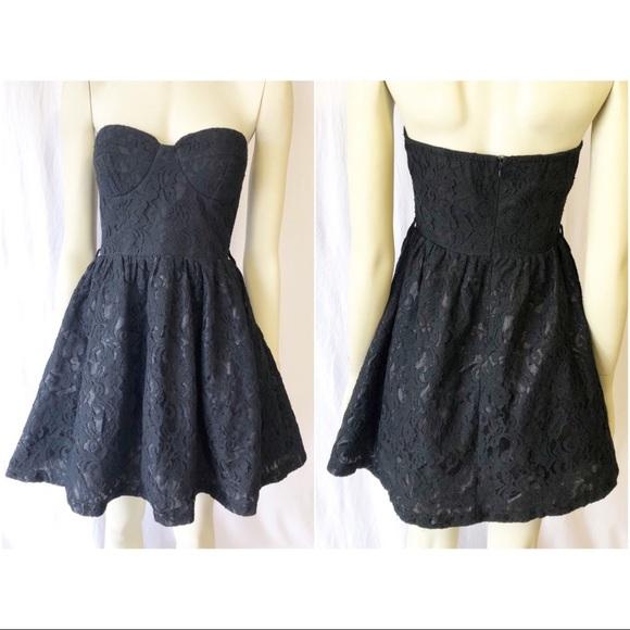 Sans Souci Dresses & Skirts - Sans Souci Medium Strapless Black Lace Dress